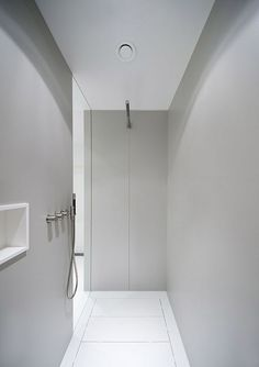 Gorgeous 35 Cozy Tadelakt Bathroom Design Ideas For Awesome Bathroom Modern White Bathroom, Minimal Bathroom, Bathroom Taps, Small Bathroom, Washroom, Bathroom Colors, Bidet Wc, Boffi, Tadelakt