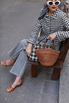 How to wear a head to toe print | gingham on gingham | Brown Straw Tote