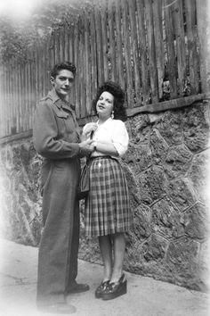 Mode des années 40 : les semelles compensées Crazy Costumes, Diy Halloween Costumes For Women, Group Costumes, Costume Halloween, Looks Vintage, Vintage Love, Vintage Photos, Vintage Style, Retro Mode