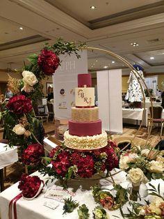 Wedding Cake - Un. Wedding Cake Boxes, Fancy Wedding Cakes, Wedding Cake Display, Card Box Wedding, Beautiful Wedding Cakes, Gorgeous Cakes, Wedding Cake Designs, Wedding Cake Toppers, Dream Wedding