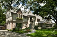 Houston, TX Contractor: Texas Fine Home Builders Interior Designer: Watkins Baker Design Landscape: Tellepsen Landscaping Photography: Mark Scheyer