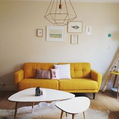 Yellow sofa for a living room with a scandinavian style / Canapé jaune pour un style scandinave
