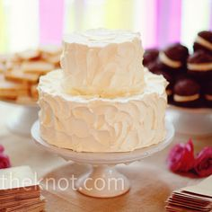 With more focus on the dessert bar than the cake, Jennifer and Josh chose a no-frills confection with buttercream icing made to look like it was just whipped on.