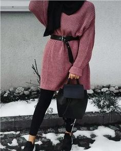 It's that time of the year when all you think of is let's talk serious layering. Packable styles and real cold winter pairings are a long line of old trends Pakistani Fashion Casual, Muslim Fashion, Comfortable Outfits, Casual Outfits, Fashion Outfits, Fashion Trends, Flattering Outfits, Hijab Trends, Hijab Fashionista