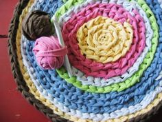 Learn how to create a gorgeous crocheted rug with old T-shirts