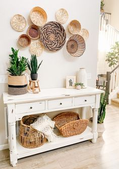 DIY Chalk Paint Table Makeover and Vintage Basket Wall - Sprucing Up Mamahood Boho Living Room, Living Room Decor, Bedroom Decor, Wall Decor, Chalk Paint Table, Cheap Diy Home Decor, Baskets On Wall, Home Decor Baskets, Wall Basket
