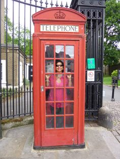 Foto: Diana M Tovar Osorio Telephone, Landline Phone, Diana, Cabins, London, Pictures, Phone