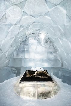 The Cyclical Architecture of the Ice Hotel in Jukkasjärvi, Sweden Snow And Ice, Fire And Ice, Ice Hotel Sweden, Flight Booking Sites, Ice Castles, Ice Sculptures, Best Hotels, Amazing Hotels, Unusual Hotels