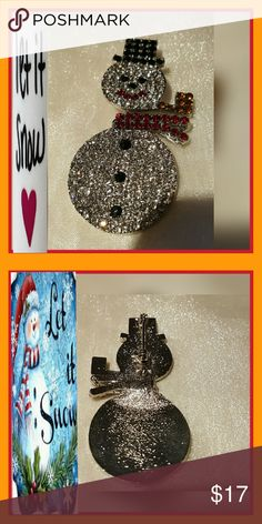 """HOLIDAY MOVEABLE RHINESTONE  SNOWMAN HOLIDAY MOVEABLE RHINESTONE SNOWMAN.  SPARKLE WITH THIS GORGEOUS RHINESTONE SNOWMAN.  CLEAR BODY; RED LIPSKI &  SCARF; BLACK BUTTONS, HAT,EYES & NOSE; GOLDTONE PIPE;ALL THAT & HE EVEN MOVES. MEASUREMENTS: APPOX.  2-1/2"""" L. X 1-1/4"""" W. NEED BLING!!!! Jewelry Brooches"""