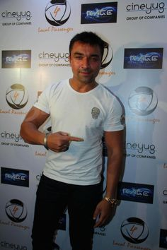 Actor @AjazkhanActor at the launch of the #loungeLocalPassenger in Andheri in Mumbai. pic.twitter.com/ZP6pqdneQm