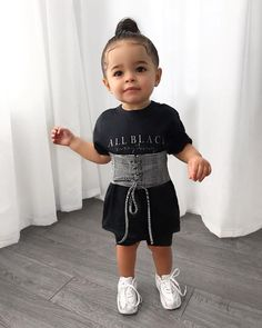 Ma petite vedette ! Je suis clairement ta plus grande fan 📸 une paparazzi 😂. . outfit @nunkidsofficial for kids and women @nunofficialstore…