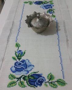 1 million+ Stunning Free Images to Use Anywhere Cross Stitch Rose, Cross Stitch Flowers, Cross Stitch Embroidery, Hand Embroidery, Zardozi Embroidery, Embroidery Patterns, Cross Stitch Designs, Cross Stitch Patterns, Smocking