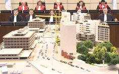 تستأنف المحكمة الدولية الخاصة بلبنان صباح اليوم الجمعة، جلستها الاولى التي كانت بدأتها أمس الخميس للنظر في جريمة اغتيال رئيس وزراء لبنان الأسبق رفيق الحريري و رفاقه في 14 شباط 2005.