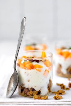 Persimmon Yogurt Granola Parfait - The White Ramekins Brunch Dishes, Brunch Recipes, Sweet Recipes, Breakfast Items, Breakfast Dessert, Yogurt And Granola, Granola Parfait, Persimmon Recipes, Yogurt Recipes