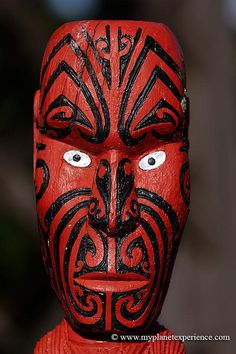 Maori art - New Zealand  Traditional Maori statue with Moko facial tattoo and glowing white  eyes at the entrance of the Government Gardens, Rotorua, North Island,  New Zealand© www.myplanetexperience.com