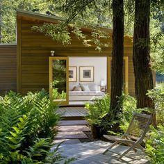 Modern Cottage Design: Sebastopol Residence by Turnbull Griffin Haesloop Architects (I'm green with envy).