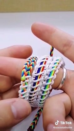 Diy Bracelets Video, Yarn Bracelets, Diy Friendship Bracelets Patterns, Bracelet Crafts, Jewelry Crafts, Lgbt Bracelet, Rubber Band Bracelet, Diy Leather Bracelet, Beaded Jewelry Patterns