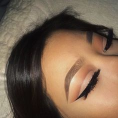 Natural eye look with nude cut crease.