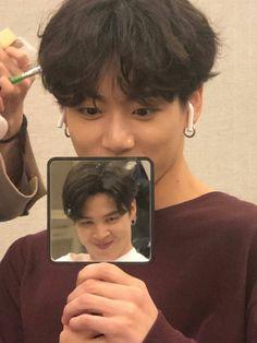 Jan 2020 - Weverse Update this is so cute and funny Jikook, Bts Selca, Bts Jungkook, Taehyung, Namjoon, Bts Memes, Kdrama Memes, Wattpad, Fanfiction