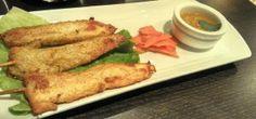 Kai ping (brochettes de poulet marinées au curry jaune avec leur sauce aux cacahuètes)  / Thaï X-press - Paris 15   #thaï (avis restau complet sur le blog)