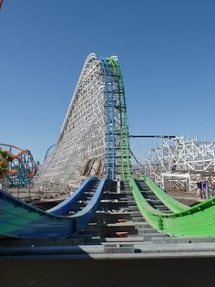 Six Flags Magic Mountain, Valencia, California Best Amusement Parks, Amusement Park Rides, Coaster Crazy, Valencia California, Vallejo California, Riders On The Storm, Cedar Point, Six Flags, Roller Coasters