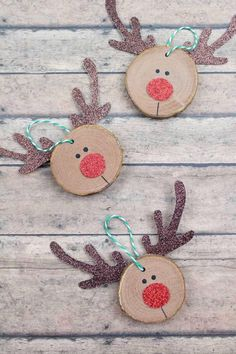 Diy Christmas Decorations Easy, Wooden Christmas Ornaments, Christmas Crafts For Kids, Christmas Diy, Handmade Decorations, Reindeer Ornaments, Modern Christmas, Handmade Ornaments, Christmas Tables