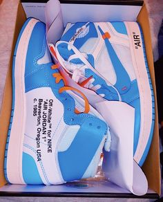 Cute Sneakers, Shoes Sneakers, Nike Shoes Photo, Sneakers Fashion, Fashion Shoes, Off White Shoes, Hype Shoes, Pretty Shoes, Dream Shoes