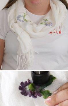Med ferske blomster kan du enkelt lage eget blomstertrykk på klær 🌸 Craft Gifts, Gift Ideas, Crafts, Diy, Bricolage, Handmade Gifts, Crafting, Handmade Crafts