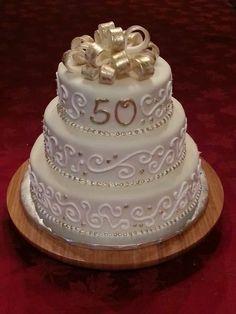 Golden Anniversary Cake Anniversary Cake Pictures, Golden Anniversary Cake, Wedding Anniversary Cakes, Anniversary Parties, Wedding Cakes, 50 Anniversary, Simple Elegant Cakes, Cookie Table Wedding, Elegant Birthday Cakes