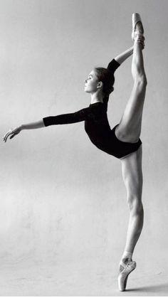 black and white ballerina photography Dance Photography Poses, Dance Poses, Yoga Poses, Ballet Dance Photography, Ballet Pictures, Dance Pictures, Ballet Art, Ballet Dancers, Ballerina Dancing