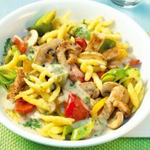 Spaetzle-chicken stir-fry Now cook Spätzle Chicken Pan in 20 and discover numerous other Weight Watchers recipes. Plats Weight Watchers, Weight Watchers Meals, World Food Programme, Chicken Recipes For Kids, Eat Smart, Easy Cooking, I Foods, Pasta Recipes, Food Inspiration