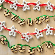 16 Fun Food Ideas - Jazz up kids' lunches or your holiday table with these fun food ideas for creative and colorful sandwiches, pancakes, snacks and sweets. Christmas Fudge, Christmas Goodies, Christmas Candy, Christmas Treats, Christmas Baking, Holiday Treats, Winter Christmas, Holiday Recipes, Christmas Time