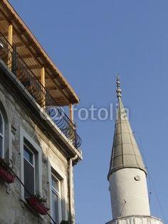 Schlichtes Minarett einer kleinen Moschee im Galataviertel in Istanbul Beyoglu am Bosporus in der Türkei