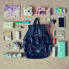 whats in my bag\\ that bag, thoughhh.