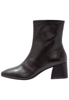 Vagabond Alice Boot Black