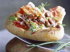 Gevulde aardappel met spek en paddenstoelen - Libelle Lekker! Tapas, Potato Side Dishes, How To Cook Potatoes, Potato Recipes, Love Food, I Foods, Food Porn, Brunch, Food And Drink