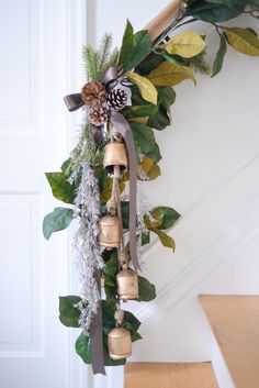 how to hang stair garland, stairway garland, stair garland christmas