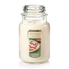 Enter today for your chance to win a Yankee Candle Large Jar Candle giveaway. This Yankee Candle large jar candle is the perfect size for enjoying all your go Yankee Candle Christmas, Merry Christmas, Yankee Candle Jars, Christmas Jars, Christmas Candles, Christmas Cookies, Christmas 2019, Christmas Scents, Christmas Lounge