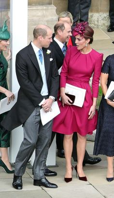 Kate Middleton - The Duchess of Cambridge was the picture of sophistication in a fuchsia Alexander McQueen dress. Kate Middleton Stil, Kate Middleton Dress, Estilo Real, Beauty And Fashion, Royal Fashion, Fashion Photo, Duke And Duchess, Duchess Of Cambridge, Vestidos Kate Middleton