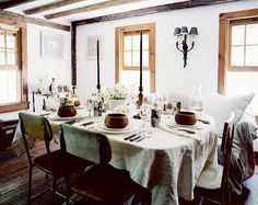 Sometimes it's not about hiding the wood trim at all, but rather looking at the window as a piece of art itself. Here, off-white walls work really well. Dining Table Chairs, Dining Area, A Table, Dining Rooms, Rustic Table, Rustic Chic, Kitchen Dining, Couch Table, Kitchen Tables