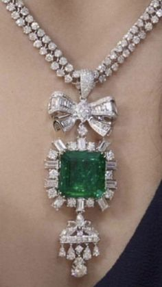 Bow Jewelry, Emerald Jewelry, Stone Jewelry, Pearl Jewelry, Diamond Jewelry, Jewelery, Jewelry Accessories, Jewelry Design, Unusual Jewelry