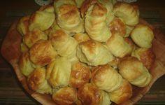 Ezt a receptet tényleg érdemes leírni! Ilyen szép leveles pogácsát még nem csináltál! Hungarian Recipes, Pretzel Bites, Dessert Recipes, Cooking Recipes, Bread, Snacks, Vegetables, Healthy, Cake