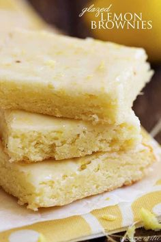 Quick and easy lemon brownies that are perfectly moist and chewy! The Lemon Glaze on top is the perfect finishing touch! It will be hard to. Lemon Desserts, Desserts To Make, Köstliche Desserts, Lemon Recipes, Delicious Desserts, Dessert Recipes, Easy Recipes, Snack Recipes, Healthy Recipes