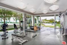 Dream Home Gym, Gym Room At Home, Home Gym Design, House Design, Small Home Gyms, Beverly Hills Mansion, Gym Decor, Pilates Studio, Celebrity Houses