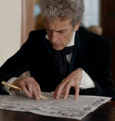 His hands are beautiful 😍 Doctor Who 12, 12th Doctor, Twelfth Doctor, Clara Oswald, Female Doctor, Love Ya, Peter Capaldi, David Tennant, Dream Guy