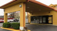 Quality Inn Nashville Nashville Located off Interstate 24, this Tennessee motel boasts a daily continental breakfast and a rooms with free WiFi. Guests will be in the heart of North Nashville and 6.4 km from the Grand Ole Opry.