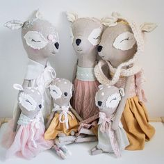 Dear family soft toy. Adorable familia de renos. Bambi. Fawns