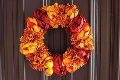 15 DIY Fall Wreaths with Fresh and Dried Fall Flowers - Modern Diy Fall Wreath, Autumn Wreaths, Fall Diy, Beautiful Mess, Cool Diy Projects, Fall Flowers, Fall Crafts, Home Design, Fall Decorating