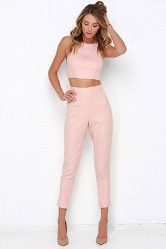 Two Piece Outfit Set Idea well suited blush pink two piece set spring work outfits Two Piece Outfit Set. Here is Two Piece Outfit Set Idea for you. Two Piece Outfit Set well suited blush pink two piece set spring work outfits. Two Pi. Street Style Outfits, Mode Outfits, Casual Outfits, Fashion Outfits, Formal Outfits, Dress Casual, Two Piece Jumpsuit, Two Piece Dress, Two Piece Pants Set