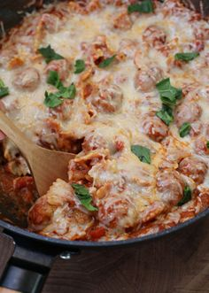 Easy Meatball Pasta Skillet Meal. Need dinner in a hurry? Whip up this delicious and Easy Meatball Pasta Skillet Meal! It's ready in around 30 minutes and only dirties one pan! #skilletmeal #easydinner #dinnerrecipes #easymeals #dinnerideas #30minutemeals #pasta #pastaskillet